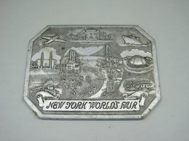 "Sayford Company. <em>""Hot Plate, New York World's Fair,""</em> ca. 1939. Metallic paper, other paper, 1/4 x 8 1/8 x 6 in. (0.6 x 20.6 x 15.2 cm). Brooklyn Museum, Gift of Linda S. Ferber, 2011.43.1. Creative Commons-BY (Photo: Brooklyn Museum, CUR.2011.43.1.jpg)"