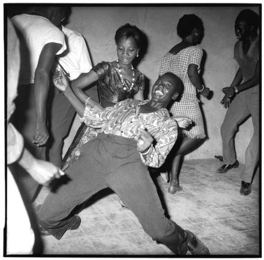 Malick Sidibé (Malian, 1935 or 1936-2016). <em>Regardez-moi</em>, 1962/2011. Gelatin silver photograph , Image: 24 x 24 in. (61 x 61 cm). Brooklyn Museum, Frederick Loeser Fund and Alfred T. White, 2011.67.2. © artist or artist's estate (Photo: Image courtesy of L. Parker Stephenson Photographs, New York City, CUR.2011.67.2_Parker_Stephenson_Gallery_photo.jpg)