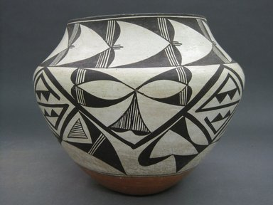 Haak'u (Acoma Pueblo). <em>Olla (Water Jar)</em>, ca. 1930. Clay, pigment, 8 3/4 x 10 in. (22.2 x 25.4 cm). Brooklyn Museum, Gift of Graham and Megan Marks in memory of Barbara and Fred Marks, 2013.100.2. Creative Commons-BY (Photo: Brooklyn Museum, CUR.2013.100.2.jpg)