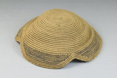 Kuba. <em>Basketry Flat Cap (Laket)</em>, late 19th-20th century. Raffia, height: 2 3/8 in. (6 cm); diameter: 9 1/16 in. (23 cm). Brooklyn Museum, Museum Expedition 1922, Robert B. Woodward Memorial Fund, 22.1609. Creative Commons-BY (Photo: Brooklyn Museum, CUR.22.1609_front_PS5.jpg)