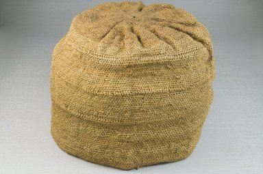 Kongo. <em>Basketry Cap (Mpu)</em>, late 19th-early 20th century. Raffia, Height: 5 1/8 in. (13cm.). Brooklyn Museum, Museum Expedition 1922, Robert B. Woodward Memorial Fund, 22.1628. Creative Commons-BY (Photo: Brooklyn Museum, CUR.22.1628_front_PS5.jpg)