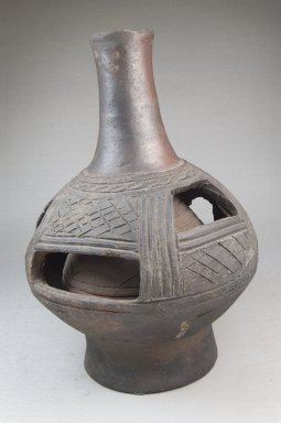 Kongo. <em>Vessel, Bottle</em>, late 19th or early 20th century. Ceramic, 9 x 6 in. (22.9 x 15.2 cm). Brooklyn Museum, Brooklyn Museum Collection, 22.1654. Creative Commons-BY (Photo: Brooklyn Museum, CUR.22.1654_threequarter_PS5.jpg)