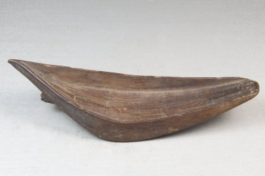 Ngombe. <em>Spoon</em>, late 19th to early 20th century. Wood, 2 3/16 x 6 1/8 in. (5.6 x 15.6 cm). Brooklyn Museum, Museum Expedition 1922, Robert B. Woodward Memorial Fund, 22.378. Creative Commons-BY (Photo: Brooklyn Museum, CUR.22.378_side_PS5.jpg)