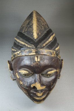 Yorùbá. <em>Gelede Mask</em>, late 19th or early 20th century. Wood, pigment, 9 13/16 x 9 1/16 x 15 in. (24.9 x 23 x 38.1 cm). Brooklyn Museum, Museum Expedition 1922, Robert B. Woodward Memorial Fund, 22.879. Creative Commons-BY (Photo: Brooklyn Museum, CUR.22.879_top_PS5.jpg)