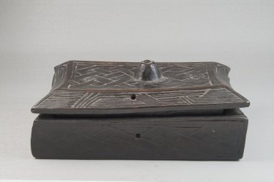Kuba. <em>Cosmetic Box</em>, early 20th century. Wood, accumulated materials, applied resinous areas, 8 x 4 3/8 x 2 3/4 in. (20.3 x 11.1 x 7 cm). Brooklyn Museum, Museum Expedition 1922, Robert B. Woodward Memorial Fund, 22.883a-b. Creative Commons-BY (Photo: Brooklyn Museum, CUR.22.883a-b_front_PS5.jpg)