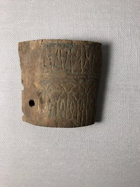 <em>Curved Fragment</em>, ca. 1352-1332 B.C.E. Wood, 2 13/16 x 2 7/8 in.  (7.1 x 7.3 cm). Brooklyn Museum, Gift of the Egypt Exploration Society, 25.886.12. Creative Commons-BY (Photo: , CUR.25.886.12_view01.jpg)