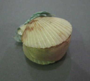 <em>Pin Cushion</em>, late 19th century. Silk and sea shells, 1 x 1 x 2 1/2 in. (2.5 x 2.5 x 6.4 cm). Brooklyn Museum, 27.184.7 (Photo: Brooklyn Museum, CUR.27.184.7.jpg)