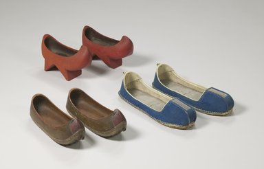 <em>Pair of Women's Shoes (Jingshin)</em>, 18th-19th century. Wood, pigment, metal, 6 11/16 x 9 13/16 in. (17 x 25 cm). Brooklyn Museum, 27.977.18a-b. Creative Commons-BY (Photo: , CUR.27.977.18a-b_X1139a-b_X1138a-b_view1_Collins_photo_NRICH.jpg)