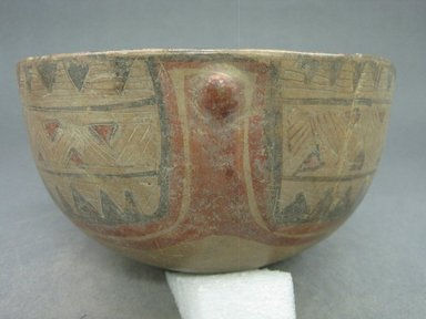<em>Bowl</em>, 1000-1550. Creamic, 4 15/16 x 7 11/16 x 7 7/8 in. (12.5 x 19.5 x 20 cm). Brooklyn Museum, Gift of Mrs. Minor C. Keith in memory of her husband, 31.1471. Creative Commons-BY (Photo: Brooklyn Museum, CUR.31.1471.jpg)