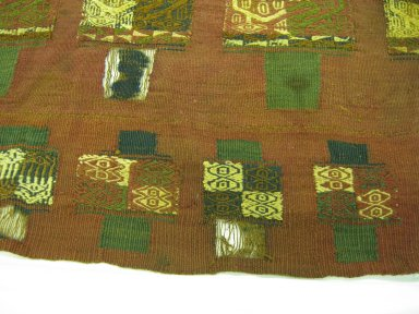 Inca/Moquegua. <em>Poncho, Almost Whole or Mantle Converted to a Poncho, Fragment</em>, 1000-1532. Camelid fiber, 44 1/8 x 70 1/16in. (112 x 178cm). Brooklyn Museum, Gift of George D. Pratt, 32.1457. Creative Commons-BY (Photo: Brooklyn Museum, CUR.32.1457_detail01.jpg)