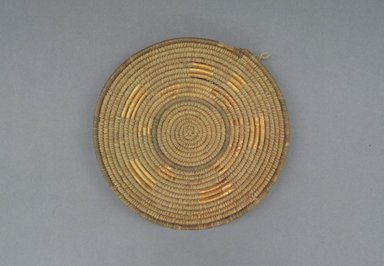 <em>Lid for Calabash Bowl</em>, early 20th century. Fiber, height: (3.5 cm). Brooklyn Museum, Gift of Theodora Wilbour, 32.1763. Creative Commons-BY (Photo: Brooklyn Museum, CUR.32.1763_top.jpg)