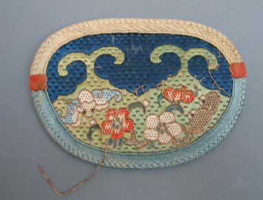 <em>Purse for Woman</em>, early 20th century. Silk, 5 1/8 x 3 3/4 in. (13 x 9.5 cm). Brooklyn Museum, Brooklyn Museum Collection, 34.1032. Creative Commons-BY (Photo: Brooklyn Museum, CUR.34.1032.jpg)