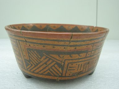 <em>Tripod Bowl</em>, 800-1200. Ceramic, pigment, 3 3/4 x 8 x 7 3/4 in. (9.5 x 20.3 x 19.7 cm). Brooklyn Museum, Alfred W. Jenkins Fund, 34.1872. Creative Commons-BY (Photo: Brooklyn Museum, CUR.34.1872.jpg)