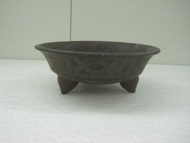 <em>Tripod Bowl</em>, 800-1500. Ceramic, 3 1/2 x 9 11/16 x 9 3/4 in. (8.9 x 24.6 x 24.8 cm). Brooklyn Museum, Alfred W. Jenkins Fund, 34.2336. Creative Commons-BY (Photo: Brooklyn Museum, CUR.34.2336.jpg)