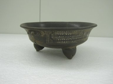 <em>Tripod Bowl</em>, 800-1500. Pottery, 4 x 9 11/16 x 9 1/2 in. (10.2 x 24.6 x 24.1 cm). Brooklyn Museum, Alfred W. Jenkins Fund, 34.2401. Creative Commons-BY (Photo: Brooklyn Museum, CUR.34.2401.jpg)