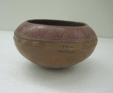 <em>Bowl</em>, 300-800. Ceramic, pigment, 4 1/8 x 7 7/8 x 7 7/8 in. (10.5 x 20 x 20 cm). Brooklyn Museum, Alfred W. Jenkins Fund, 34.3363. Creative Commons-BY (Photo: Brooklyn Museum, CUR.34.3363.jpg)