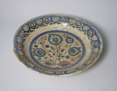 <em>Large Platter</em>. Ceramic, 2 3/4 x 13 3/4 in. (7 x 34.9 cm). Brooklyn Museum, Gift of Frank L. Babbott, 35.671. Creative Commons-BY (Photo: Brooklyn Museum, CUR.35.671.jpg)
