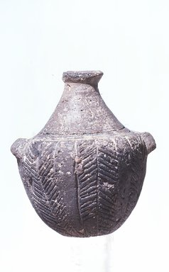 Grotta-Pelos. <em>Bottle with Lug Handles and Incised Lines</em>, ca. 3100-3000 B.C.E. Clay, Ht. 9.5cm. Diameter. 7.6 cm. Brooklyn Museum, Charles Edwin Wilbour Fund, 35.758. Creative Commons-BY (Photo: Brooklyn Museum, CUR.35.758_view1.jpg)