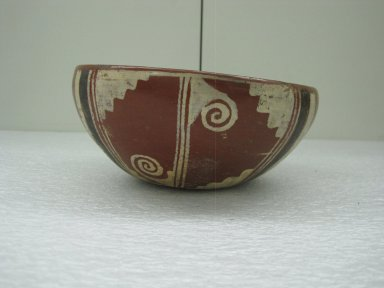 Aztec. <em>Bowl</em>, ca. 1325-1520. Ceramic, pigment, 2 3/4 x 6 7/8 x 6 7/8 in. (7 x 17.5 x 17.5 cm). Brooklyn Museum, Carll H. de Silver Fund, 36.578. Creative Commons-BY (Photo: Brooklyn Museum, CUR.36.578_view1.jpg)