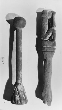 <em>Handle Surmounted by the Figure of a Seated Monkey</em>. Wood Brooklyn Museum, Charles Edwin Wilbour Fund, 37.1596E. Creative Commons-BY (Photo: Brooklyn Museum, CUR.37.1596E_37.1601E_GRPA_bw.jpg)