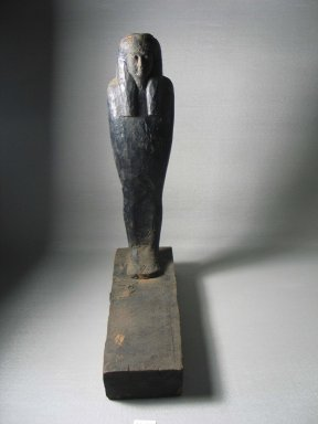 <em>Mummiform Figure</em>, ca. 1075-656 B.C.E. Wood, plaster, bitumen, linen, 14 9/16 x 3 9/16 x 10 3/8 in. (37 x 9 x 26.4 cm). Brooklyn Museum, Charles Edwin Wilbour Fund, 37.1717E. Creative Commons-BY (Photo: Brooklyn Museum, CUR.37.1717E_view5.jpg)