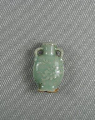 Chinese. <em>Two-Handled Snuff Bottle</em>, 19th century. Porcelain (probably), 2 x 1 1/4 x 5/8 in. (5.1 x 3.2 x 1.6 cm). Brooklyn Museum, Charles Edwin Wilbour Fund, 37.2021E. Creative Commons-BY (Photo: Brooklyn Museum, CUR.37.2021E_side1.jpg)