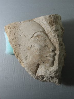 <em>Trial Piece Depicting a Head of a Man</em>, ca. 1352-1336 B.C.E. Limestone, 5 1/2 x 5 1/16 in. (14 x 12.8 cm). Brooklyn Museum, Gift of the Egypt Exploration Society, 37.404. Creative Commons-BY (Photo: Brooklyn Museum, CUR.37.404_view01.jpg)
