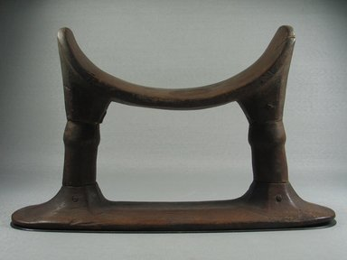 <em>Headrest with Two Supports</em>, ca. 1539–1075 B.C.E. Wood, 6 5/16 x 2 3/4 x 10 7/16 in. (16 x 7 x 26.5 cm). Brooklyn Museum, Charles Edwin Wilbour Fund, 37.442E. Creative Commons-BY (Photo: , CUR.37.442E_view01.jpg)