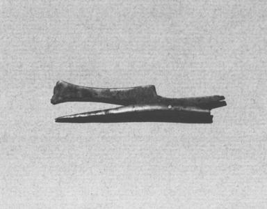 <em>Hair Curler</em>, ca.1539-1292 B.C.E. Bronze, Length: 2 in. (5.1 cm). Brooklyn Museum, Charles Edwin Wilbour Fund, 37.655E. Creative Commons-BY (Photo: Brooklyn Museum, CUR.37.655E_print_neg_grpA_bw.jpg)