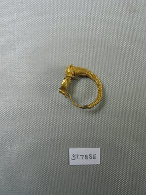 Greek. <em>Large Earring with Lynx Head</em>, 2nd century B.C.E. Gold, banded jasper, Diam. 1 5/16 in. (3.4 cm). Brooklyn Museum, Charles Edwin Wilbour Fund, 37.788E. Creative Commons-BY (Photo: Brooklyn Museum, CUR.37.788E_view1.jpg)