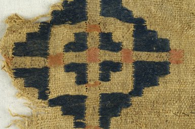 Coptic. <em>Fragment with Geometric Decoration</em>, 6th century C.E. Flax, wool, 5 x 5 in. (12.7 x 12.7 cm). Brooklyn Museum, Charles Edwin Wilbour Fund, 38.689. Creative Commons-BY (Photo: Brooklyn Museum (in collaboration with Index of Christian Art, Princeton University), CUR.38.689_detail01_ICA.jpg)