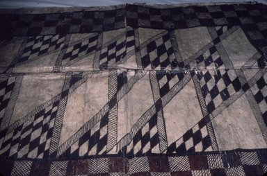 Samoan. <em>Tapa (Siapo mamanu)</em>, late 19th-mid 20th century. Barkcloth, pigment, 64 3/8 x 44 1/8 in. (163.5 x 112 cm). Brooklyn Museum, Gift of Mary Casamajor, 40.385. Creative Commons-BY (Photo: Brooklyn Museum, CUR.40.385_view1.jpg)