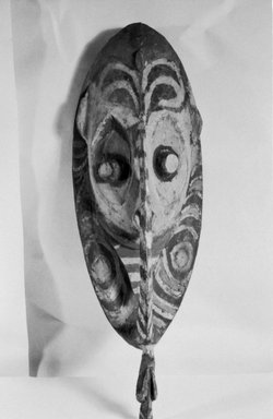 Chambri. <em>Hook</em>. Carved wood, 18 1/4 x 6 1/4 x 5 in.  (46.4 x 15.9 x 12.7 cm). Brooklyn Museum, By exchange, 42.114.1. Creative Commons-BY (Photo: Brooklyn Museum, CUR.42.114.1_bw.jpg)