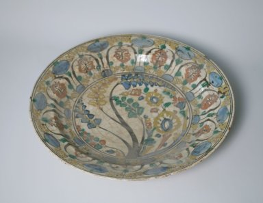 <em>Plate</em>, 17th century. Pottery, 2 7/8 x 13 3/4 in. (7.3 x 35 cm). Brooklyn Museum, Gift of Mrs. Horace O. Havemeyer, 42.212.27. Creative Commons-BY (Photo: Brooklyn Museum, CUR.42.212.27.jpg)