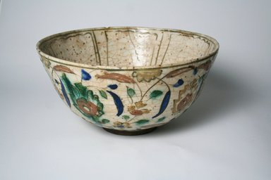 <em>Bowl</em>, 17th century. Pottery, 5 3/8 x 10 5/16 in. (13.7 x 26.2 cm). Brooklyn Museum, Gift of Mrs. Horace O. Havemeyer, 42.212.42. Creative Commons-BY (Photo: Brooklyn Museum, CUR.42.212.42_exterior.jpg)