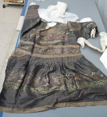 <em>Imperial Robe</em>, 1644-1912. silk, width includes sleeves: 89 3/4 x 55 1/8 in. (228 x 140 cm). Brooklyn Museum, Gift of C. F. Bieber, 42.35. Creative Commons-BY (Photo: Brooklyn Museum, CUR.42.35.jpg)