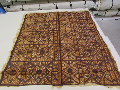 Samoan. <em>Tapa (Siapo)</em>, late 19th-mid 20th century. Barkcloth, pigment, 57 1/2 × 62 3/16 in. (146 × 158 cm). Brooklyn Museum, Anonymous gift in memory of Dr. Harlow Brooks, 43.201.104. Creative Commons-BY (Photo: , CUR.43.201.104_overall.jpg)