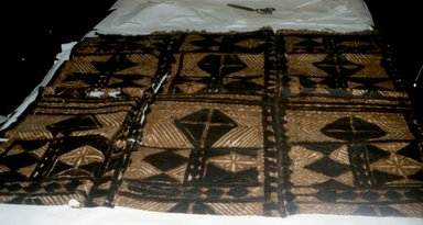 Samoan. <em>Tapa (Siapo)</em>, early 20th century. Barkcloth, pigment, 56 11/16 x 39 3/8 in. (144 x 100 cm). Brooklyn Museum, Gift of Mrs. Lopez, 43.203.8. Creative Commons-BY (Photo: Brooklyn Museum, CUR.43.203.8_view1.jpg)