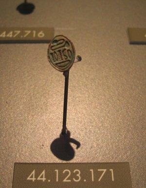 <em>Lentoid Seal Amulet</em>, ca. 1630-1539 B.C.E. Steatite, glaze, 1/4 x 1/2 x 9/16 in. (0.6 x 1.2 x 1.5 cm). Brooklyn Museum, Charles Edwin Wilbour Fund, 44.123.171. Creative Commons-BY (Photo: Brooklyn Museum, CUR.44.123.171_erg2.jpg)