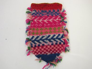 <em>Bag</em>, 20th century. Knitted wool, 3 1/2 x 5 3/4 in. (8.9 x 14.6 cm). Brooklyn Museum, Gift of Mrs. Thomas Buel, 46.122.9. Creative Commons-BY (Photo: Brooklyn Museum, CUR.46.122.9.jpg)