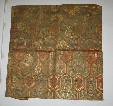 <em>No Catalog sheet - gap in numbers</em>, 19th-20th century. Silk, 26 x 26 3/4 in. (66 x 68 cm). Brooklyn Museum, Gift of Pratt Institute, 46.189.32 (Photo: Brooklyn Museum, CUR.46.189.32.jpg)