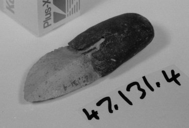Aboriginal Australian. <em>Knife with Quartz-Like Point</em>, 19th or 20th century. Quartzite, spinifex gum, 4 3/16 x 1 7/16 x 9/16 in. (10.7 x 3.6 x 1.5 cm). Brooklyn Museum, Henry L. Batterman Fund, 47.131.4. Creative Commons-BY (Photo: Brooklyn Museum, CUR.47.131.4_view1_bw.jpg)