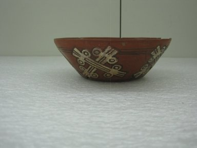Aztec. <em>Bowl</em>, ca. 1325-1500. Ceramic, pigment, 2 1/8 x 5 7/8 x 5 7/8 in. (5.4 x 15 x 15 cm). Brooklyn Museum, By exchange, 48.22.20. Creative Commons-BY (Photo: Brooklyn Museum, CUR.48.22.20_view1.jpg)