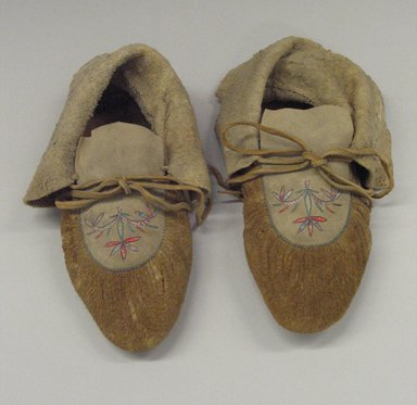 Sioux. <em>Pair of Moccasins</em>, early 19th century. Animal hide, quills, textile (likely stroud cloth), sinew, 10 1/2 in. (26.7 cm). Brooklyn Museum, Henry L. Batterman Fund and Frank Sherman Benson Fund, 50.67.21a-b. Creative Commons-BY (Photo: Brooklyn Museum, CUR.50.67.21a-b.jpg)