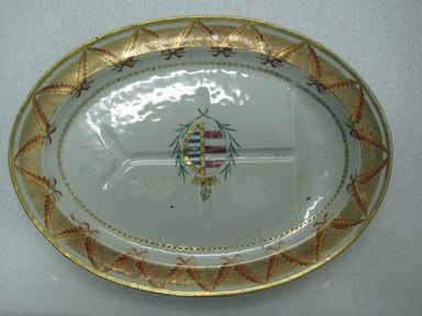 <em>Oval Platter</em>, 1785-1800. Porcelain, 16 x 11 in. (40.6 x 27.9 cm). Brooklyn Museum, The Helena Woolworth McCann Trade Procelain Collection, Gift of the Winfield Foundation, 55.10.56. Creative Commons-BY (Photo: Brooklyn Museum, CUR.55.10.56_top.jpg)