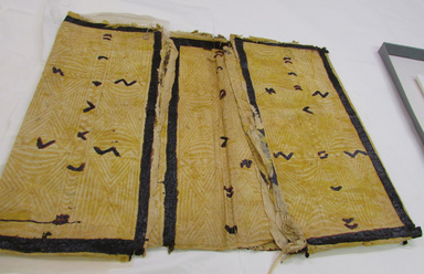 Samoan. <em>Tapa (Siapo)</em>, late 19th-mid 20th century. Barkcloth, pigment, b folded: 28 5/8 × 51 3/16 in. (72.7 × 130 cm). Brooklyn Museum, Gift of Adelaide Goan, 55.96.105a-c. Creative Commons-BY (Photo: , CUR.55.96.105a_overall.jpg)