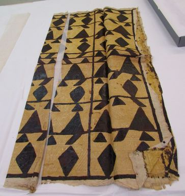 Samoan. <em>Tapa (Siapo)</em>, late 19th-mid 20th century. Barkcloth, pigment, b folded: 28 5/8 × 51 3/16 in. (72.7 × 130 cm). Brooklyn Museum, Gift of Adelaide Goan, 55.96.105a-c. Creative Commons-BY (Photo: , CUR.55.96.105b_overall.jpg)