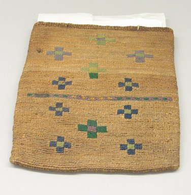 Nez Perce. <em>Flat Handbag</em>. Wool, vegetable fibers Brooklyn Museum, Gift of Adelaide Goan, 55.96.36. Creative Commons-BY (Photo: Brooklyn Museum, CUR.55.96.36_view1.jpg)