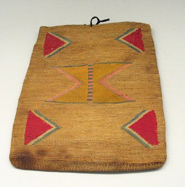 Nez Perce. <em>Flat Handbag</em>. Wool, cotton, vegetable fiber Brooklyn Museum, Gift of Adelaide Goan, 55.96.37. Creative Commons-BY (Photo: Brooklyn Museum, CUR.55.96.37_view1.jpg)