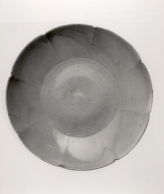 <em>Dish with Foliated Mouth</em>, 960-1271. White porcelain or porcellaneous stoneware, 1 1/16 x 5 1/2 in. (2.7 x 14 cm). Brooklyn Museum, Gift of Paul E. Manheim, 67.199.30. Creative Commons-BY (Photo: Brooklyn Museum, CUR.67.199.30_bw.jpg)